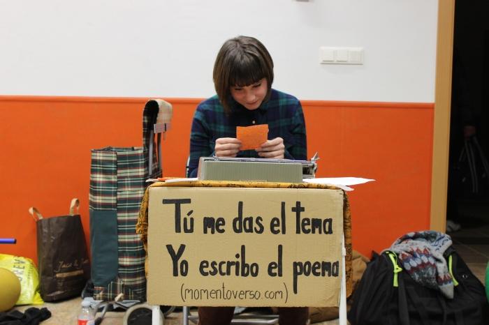 Andrea leyendo su 'La incertidumbre'