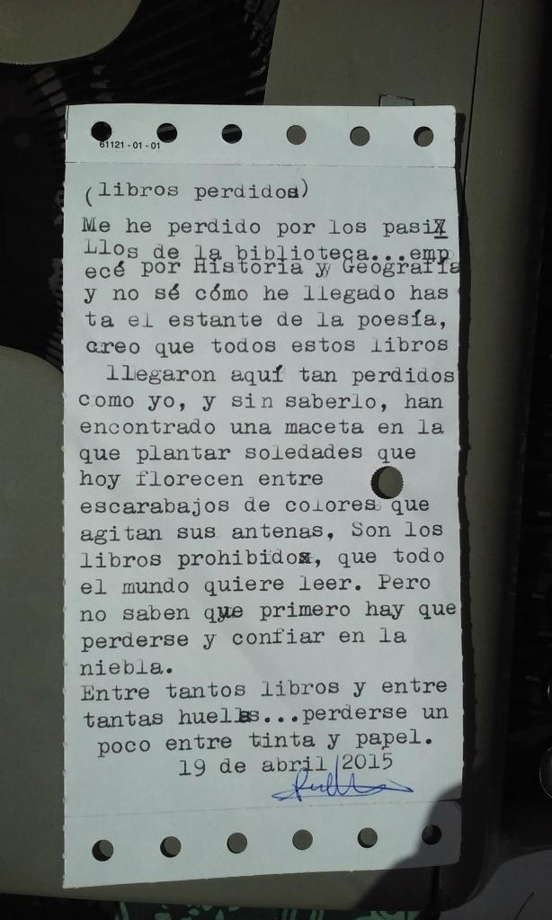 """Tania improvisa """"Libros perdidos"""" en una ficha olvidada de la biblioteca municipal de Os Blancos, Ourense, con fecha de 1999."""